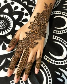 Simple Mehendi designs to kick start the ceremonial fun. If complex & elaborate henna patterns are a bit too much for you, then check out these simple Mehendi designs. Mehndi Designs Finger, Latest Arabic Mehndi Designs, Finger Henna Designs, Beginner Henna Designs, Mehndi Designs For Fingers, New Bridal Mehndi Designs, Dulhan Mehndi Designs, Mehndi Designs For Girls, Mehndi Design Images