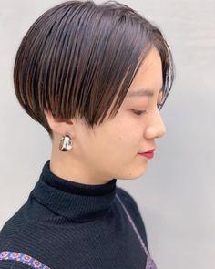 hitoshi watanabeさんはInstagramを利用しています:「. #🌝salonwork🌝 画像2枚目がbefore 髪切ると骨格キレイに見える🙆♂️🙆♂️🙆♂️ もみあげと襟足は女性らしいウェイトの位置で刈り上げ✂︎ #立体刈り上げ」 Chic Short Hair, Short Hair Cuts, Short Hair Styles, Korean Short Hair, Short Pixie, Cute Shorts, Pixie Hairstyles, Asian Style, Hair Inspo