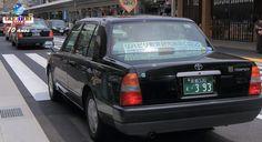Nota escrita atrás do encosto do banco do passageiro informa aos clientes que, fora cumprimentar o usuário que entra no táxi e confirmar seu destino desejado, o motorista não vai iniciar uma conversa. Saiba mais.