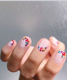 Nail art is one of many ways to boost your style. Try something different for each of your nails will surprise you. You do not have to use acrylic nail designs to have nail art on them. Here are several nail art ideas you need in spring! Cute Nails, Pretty Nails, Pretty Short Nails, Pretty Tough, Gorgeous Nails, Hair And Nails, My Nails, Pin Up Nails, Dark Nails