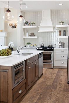 I like the feel of this kitchen