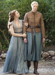 Margaery Tyrell and Brienne of Tarth - Natalie Dormer and Gwendoline Christie in Game of Thrones Season 4 (TV series). Game Of Thrones Dress, Game Of Thrones Tv, Game Of Thrones Brienne, Jaime Lannister, Cersei Lannister, Daenerys Targaryen, Winter Is Here, Winter Is Coming, Brienne Von Tarth