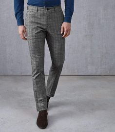 At REISS you will find the best mens fashion clothing. Checked Trousers Mens, Checkered Trousers, Chinos Men Outfit, Fashion Night, Men's Fashion, Grey Fashion, Suit Fabric, Slim Fit Chinos, Best Mens Fashion