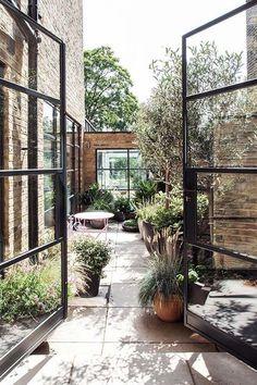 Small Space Gardening, Garden Spaces, Small Gardens, Home Garden Design, Patio Design, Home And Garden, Courtyard Design, Architecture Restaurant, Restaurant Design
