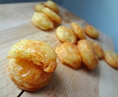 The Cooking Actress: Homemade Cheddar Cheese Crackers (Cheez-Its) Yummy Appetizers, Appetizer Recipes, Snack Recipes, Baking Recipes, Baby Recipes, Baking Ideas, Bread Recipes, Yummy Recipes, Homemade Cream Cheese Recipe