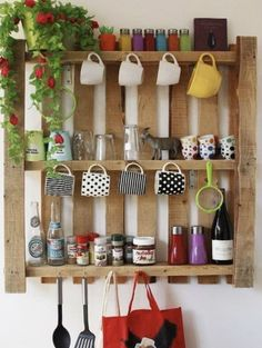 Recycled Pallets Wooden Shelves and Planters Wooden Pallet Shelves, Wooden Pallets, Palette Deco, Recycled Pallets, Diy Pallet Projects, Pallet Ideas, Diy Kitchen, Kitchen Walls, Kitchen Shelves