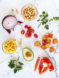 5 easy salad in a jar lunch ideas! (click through for recipes) Gourmet Recipes, Healthy Recipes, Jar Recipes, Dishes Recipes, Smoothies, Detox, Sweet Home, Clean Eating, Healthy Eating