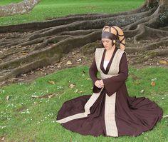 Twi'lek Jedi Historian, meditating in the Living Force