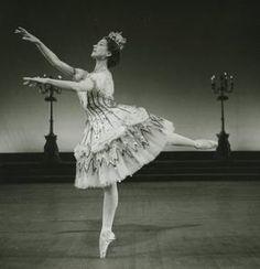 #MargotFonteyn- beautiful! Ballet Tutu, Ballet Dancers, Ballerina, Margot Fonteyn, Vintage Ballet, Rudolf Nureyev, Ballet Photos, Royal Ballet, Ballet Beautiful