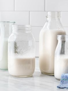 Learn how to make the BEST homemade almond milk! This vegan, dairy-free plant milk is creamy and flavorful - perfect for smoothies, lattes, baking and more. Make Almond Milk, Almond Milk Recipes, Homemade Almond Milk, Gluten Free Recipes For Breakfast, Vegan Recipes Easy, Free Breakfast, Brunch Recipes, Delicious Recipes, Healthy Banana Muffins