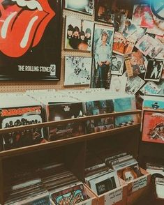 Trendy Ideas For Retro Aesthetic Wallpaper aesthetic retro bedroom ideas Trendy Ideas For Retro Aesthetic Wallpaper Music Aesthetic, Aesthetic Bedroom, Aesthetic Collage, Aesthetic Vintage, Peach Aesthetic, Aesthetic Fashion, Retro Vintage, Images Vintage, Vintage Clocks