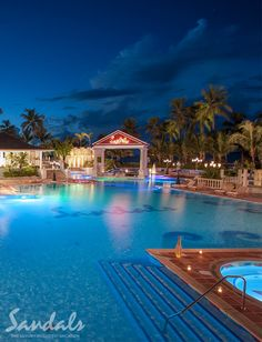 Balmoral Pool sparkles at night, and it is also amazing during the day!  Do you want to go?  Contact minniememoriestravel@gmail.com