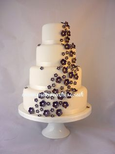 Purple blossoms wedding cake, simple but effective.