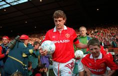 Steve Bruce won nine major honours during his career at He also captained the club, initially as joint skipper with Bryan Robson, between Manchester United Images, Manchester United Legends, Manchester United Football, Man Utd Squad, Bryan Robson, Steve Bruce, Premier League Champions, Wayne Rooney, Live Matches