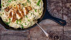 Špagety Alfredo: jak připravit klasické italské těstoviny s omáčkou Grill Pan, Grilling, Thing 1, Chicken, Kitchen, Recipes, Cuisine, Home Kitchens, Recipies