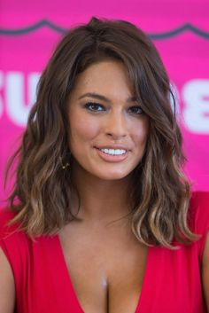 Ashley Graham Model Plus-Size Popular Haircuts For Women, Ashley Graham Style, Looks Plus Size, New Hair, Hair Inspiration, Curvy, Hair Cuts, Hair Beauty, Graham Model