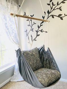 Hängemattenschaukel, Lesesessel – Innen- / Außenbereich – Kristi McCain - new site Diy Home Decor Easy, Diy Room Decor, Bedroom Decor, Bedroom Seating, Diy Hammock, Hammock Swing, Hammock Ideas, Outdoor Hammock, Camping Hammock