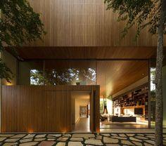 A Casa Tetris, localizada em São Paulo, é mais um lindo projeto do Studio MK27. Quem acompanha o blog sabe que somos fãs incondicionais dos trabalhos do St