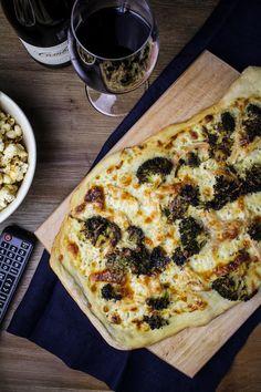 Movie Night: Chicken-Broccoli Alfredo Pizza {Katie at the Kitchen Door} #cambriawines #sponsored