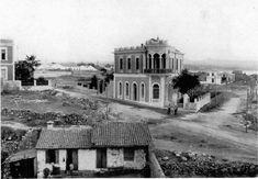 Δείτε μία φωτογραφία από τη συνοικία της Νέας Χώρας Old Pictures, Old Photos, Greece Today, Mansions, The Originals, House Styles, Memories, Crete, Memoirs
