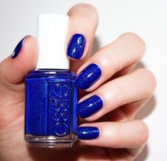 Ahoy, matey. This radiant blue sapphire pave is yours for the taking. Love this gorgeous 'loot the booty' from the essie Summer 2016 collection.
