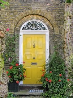 Front Door Paint Colors - Want a quick makeover? Paint your front door a different color. Here a pretty front door color ideas to improve your home's curb appeal and add more style! Best Front Door Colors, Yellow Front Doors, Best Front Doors, Front Door Paint Colors, Painted Front Doors, The Doors, Front Door Design, Wood Doors, Windows And Doors
