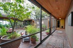 Serene mid-century modern home in Berkeley. Atrium design // This hall is so beautiful! Home Design, Modern House Design, Modern Interior Design, Modern Houses, Floor Design, Midcentury Modern House Plans, Design Ideas, Interior Ideas, Modern Courtyard