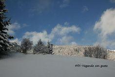 Bianco infinito, a 1304 metri di altitudine. La cittadina del Tirolo austriaco, Sankt Anton am Arlberg, vanta 340 km di piste ed un manto nevoso, garantito, da dicembre fino ad aprile, a volte anche fino a maggio. Non a caso, viene definita la culla... #apfelstrudel #arlbergkandaharhaus #austria