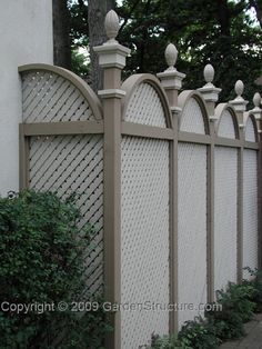 An arched top privacy fence utilizing lattice