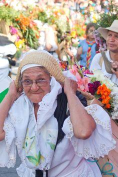 Desfile de Silleteros Crown, Heart, Funny, People, Fashion, Earth, Colombia, Lyrics, Corona