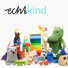 Für Echtkind zeichnet sich nachhaltiges Öko-Spielzeug vor allem dadurch aus, dass die zur Herstellung verwendeten Materialien absolut natürlich sind. Typisches Öko-Spielzeug ist für uns beispielsweise aus Holz. Wie etwa die handgefertigten Holztiere von Holztiger. Oder aus zertifizierter Bio-Baumwolle wie unsere Kallisto Stofftiere.