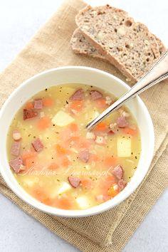 Przepis na grochówka. Zupa grochowa z grochu łuskanego i ziemniaków. Bardzo sycąca, rozgrzewająca, pyszna i łatwa do przygotowania zupa. Cheeseburger Chowder, Food, Meals