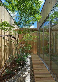 庭の写真: 西三国の家 house in nishimikuni | homify