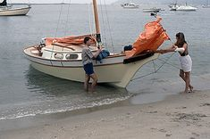 The Vacationer Cool Boats, Small Boats, Sailboat Plans, Sailboat Living, Small Sailboats, Naval, Boat Design, Wooden Boats, Boat Building