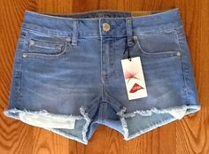 AMERICAN EAGLE LYCRA RADIANT LIGHT SHORTIE JEAN SHORTS NEW WITH TAGS SIZE 4 #AmericanEagleOutfitters #MiniShortShorts
