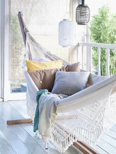 Inspirational examples of outdoor summer lounging spaces Someday this will be my reading nook. a cozy hammock on a breezy porch. Can't get much better.Someday this will be my reading nook. a cozy hammock on a breezy porch. Can't get much better. Outdoor Spaces, Outdoor Living, Outdoor Beds, Outdoor Decor, Balkon Design, Apartment Balconies, Cozy Apartment, House Design Photos, Beach House Decor