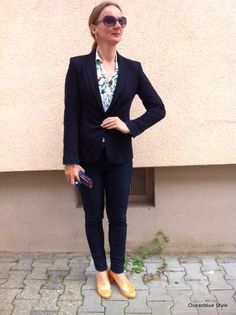 Elegance & Ease at work The Blue Suit #fashionblogger #blogger #fashion #uniqlo #conleys #Zara #blazer #skinny jeans