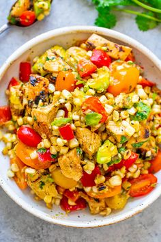 An EASY grilled corn salad that's ready in 15 minutes and you won't be able to stop eating it! Tender chicken, juicy corn, crisp bell peppers, and more! Corn Salad Recipes, Corn Salads, Easy Salads, Healthy Salads, Healthy Chicken Recipes, Avocado Salads, Healthy Lunches, Easy Recipes, Healthy Food