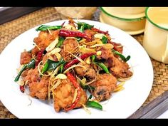 Fried Chicken with Herbs (Thai Food) - ไก่ทอดสมุนไพร Gai Tod Thai Recipes, Asian Recipes, Cooking Recipes, Healthy Recipes, Green Curry, Japanese Food, Fried Chicken, Sushi, Main Dishes