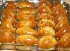 пироги, которые не черствеют – 3 яйца; – 0,5 литра молока + полстакана для заливки дрожжей; – 200 г маргарина; – 50 г дрожжей; – мука; – соль, сахар, растительное масло.