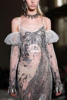 Alexander McQueen Spring/Summer 2017 Ready-To-Wear Details   British Vogue