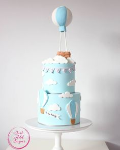 💙 Celebrating his birthday with this hot air balloon inspired cake. Hot Air Balloon Cake, Diy Hot Air Balloons, Big Balloons, Baby Shower Balloons, Birthday Balloons, Baby Shower Cakes, Balloon Party, Baby Birthday Cakes, Happy Birthday