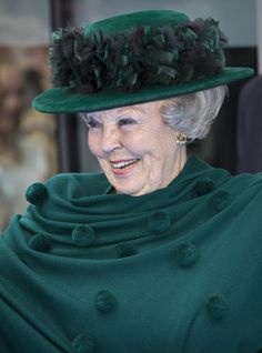 I love this dark green scarf with the whimsical green pom poms on Queen Beatrix, April 2013 Green Silk, Pink Silk, Royal Queen, Dutch Royalty, Hat Shop, Save The Queen, Love Hat, Queen Maxima, Head And Neck