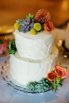 wedding cake with flowers - photo by Christina Karst Photography http://ruffledblog.com/retro-1960s-wedding-in-st-augustine #weddingcake #cakes