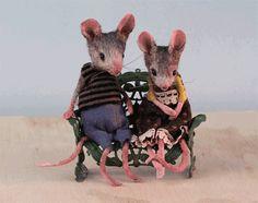photo mice kissing.jpg_zpsotulpugs.gif