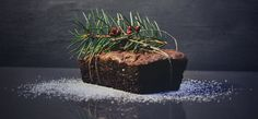 Loaded with organic dried fruit and nuts, this non-alcoholic paleo Christmas cake is truly free from. A massive treat over the holidays. Christmas Punch, Christmas Gingerbread House, Simple Christmas, Christmas Holidays, Steam Buns Recipe, Real Food Recipes, Cake Recipes, Irish Apple Cake, Hazelnut Cake