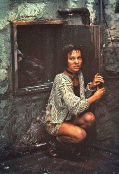 Natalie Portman as Mathilda - Leon the Professional, 1994 Dirty Dancing, Jean Reno Natalie Portman, Pulp Fiction, Leon The Professional, Leon Matilda, Mathilda Lando, Nathalie Portman, Luc Besson, Grunge