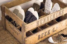 #Recicla y decora tu casa con piezas únicas: original #zapatero en base de una caja de madera. Idea de ElMueble