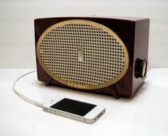 As a nice counterpoint to the Yamaha portable speaker we showed you yesterday, Los-Angeles-based electrician and artist Devin Ward takes old tube-amp radios, refurbishes them, and wires in a minijack connection so you can plug in your iDevice. The nostalgia might come at a cost—he freely admits that on some...