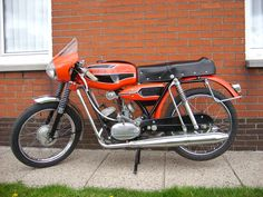 brommer flandria sport - Google zoeken 50cc Moped, Fiat 600, Moto Bike, Kate Winslet, Cars And Motorcycles, Vintage Cars, Automobile, Sports, Mopeds
